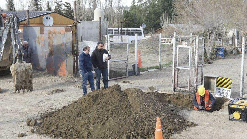 El intendente recorrió trabajos que se realizan para llevar el gas de red a numerosos vecinos de la ciudad.
