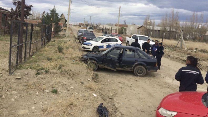 Los sospechosos se movilizaban en un Ford Escort que fue perseguido y alcanzado por un grupo de unos 20 vecinos en sus vehículos.