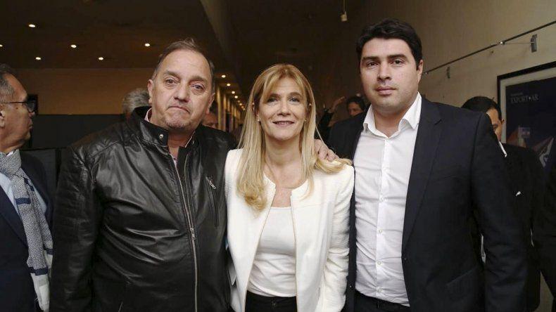 Linares y Rocha junto a la intendenta de La Matanza y presidenta de la FAM