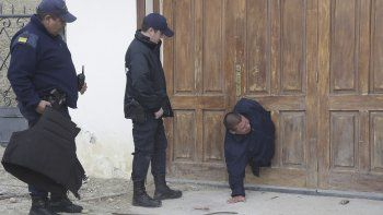 Ladrones hicieron un boquete para introducirse a la casa vecina que alquilan dos albañiles.