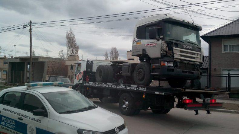 Secuestraron un camión en un taller de Sarmiento