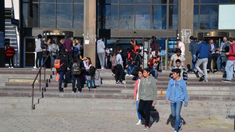 Clases públicas y abrazo simbólico a la Universidad de Comodoro