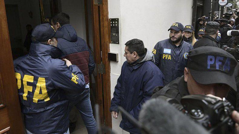 El procedimiento judicial que se realizó ayer en la propiedad de Cristina Fernández de Kirchner en el barrio Porteño de Recoleta.
