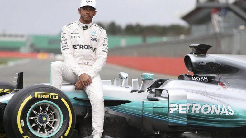 Lewis Hamilton espera tranquilo el desarrollo del Gran Premio de Bélgica de Fórmula 1.