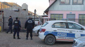Ayer por la tarde, la policía secuestró mercadería y el chaleco del inspector municipal que es investigado como presunto autor.