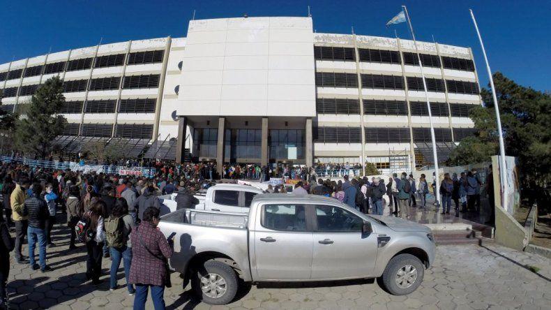Clases públicas, abrazo simbólico y asambleas en la Universidad