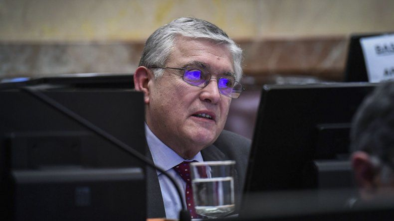 Mario Pais reclama la presencia del ministro de Educación en el Senado