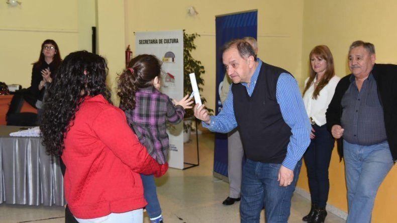 La entrega de adjudicaciones de 52 lotes en el barrio Don Bosco.