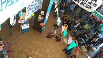 Alumnos reclaman a los docentes que se sumen