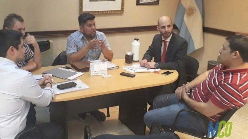 En encuentro entre funcionarios municipales y provinciales se celebró el viernes en Río Gallegos para avanzar en la firma de un convenio que posibilitará la instalación de un Centro de Monitoreo de cámaras de video en Caleta Olivia.
