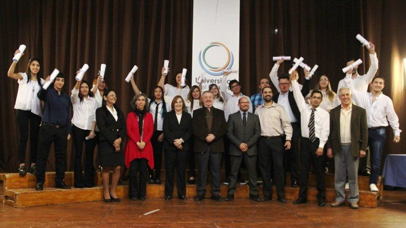 Los nuevos graduados de la Universidad de Chubut confían en poder conseguir trabajos acordes con su especialización.