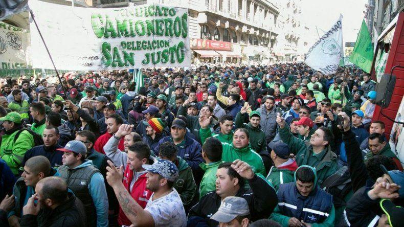 Camioneros marcha para pedir que se levante el embargo