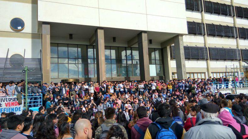Definieron plan de lucha en multitudinaria asamblea estudiantil