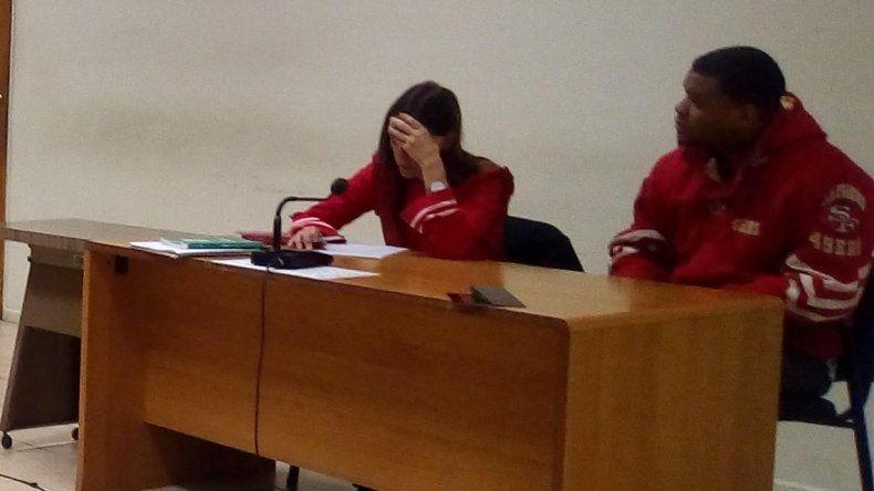 Palmer Peña ayer en la audiencia de control de detención lloró ante la juez Mónica García cuando se enteró que no podía acercarse por 15 días a la mujer baleada.