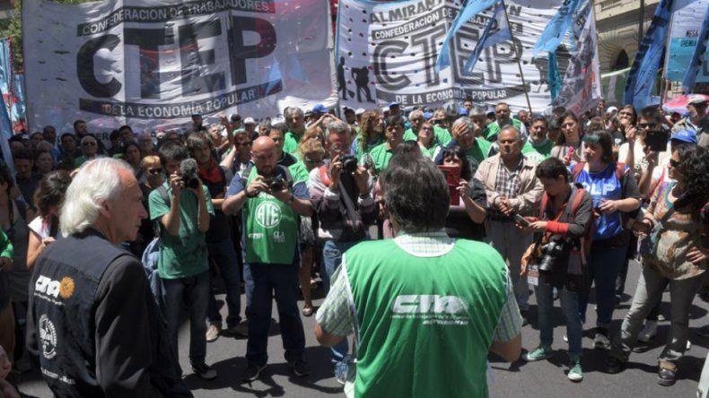 Las organizaciones sociales adhieren  al paro y proponen el corte de rutas