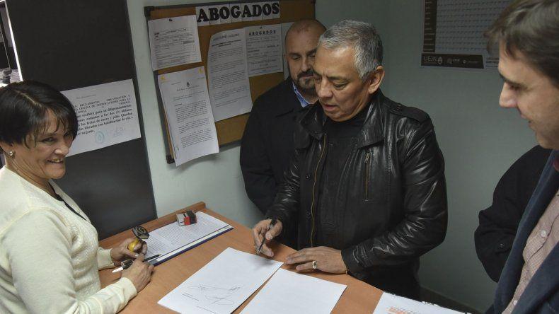Jorge Soloaga presentó el recurso de amparo por la oficina de Mesa de Entradas del Juzgado Federal