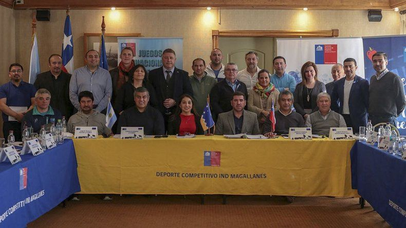 Representantes de las localidades argentinas y chilenas en Punta Arenas.