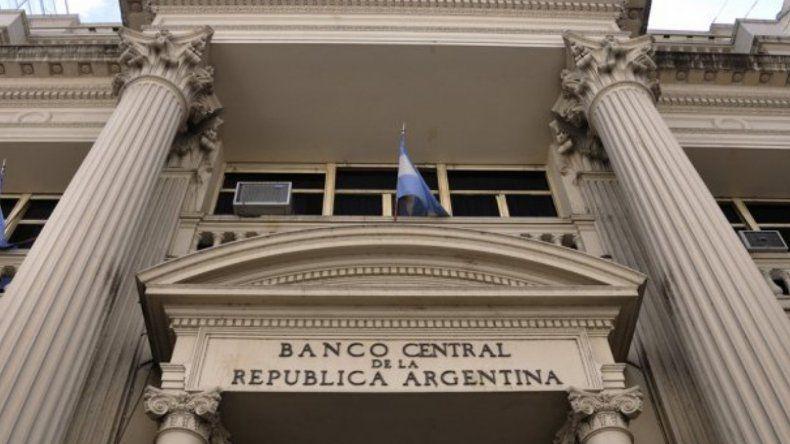 El Banco Central anunció medidas para intentar frenar el dólar