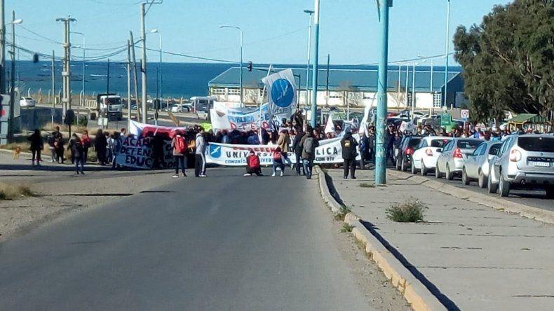 Multitudinaria marcha en contra del ajuste a la educación pública y gratuita