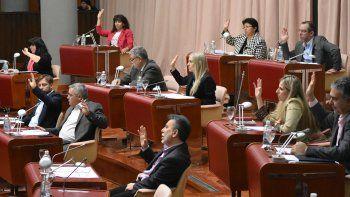 Finalmente, la Legislatura votó por unanimidad la ley de refinanciación de deudas para que Nación deje de retener fondos de regalías.