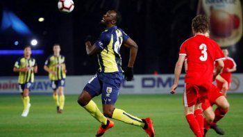 Usain Bolt debutó en el fútbol australiano y se perdió un gol por lento