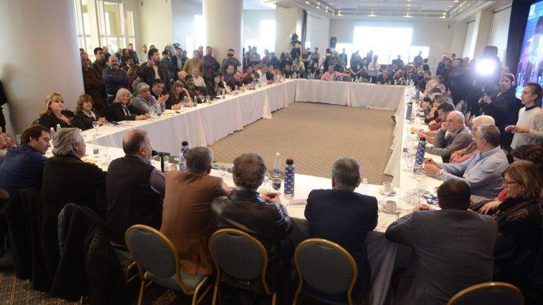 Linares: hoy le demostramos al gobierno nacional que la Patagonia sigue de pie
