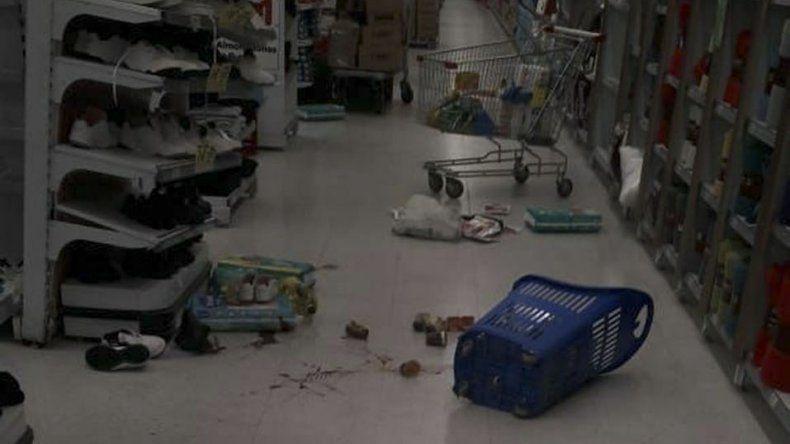 Cinco adultos y cuatro adolescentes detenidos en un intento de saqueo al supermercado Carrefour de la Polonia