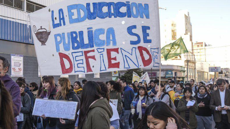 Como en gran parte del país el jueves se registró una masiva movilización en Comodoro Rivadavia en el marco de la Marcha Federal en Defensa de la Educación Pública y Gratuita.