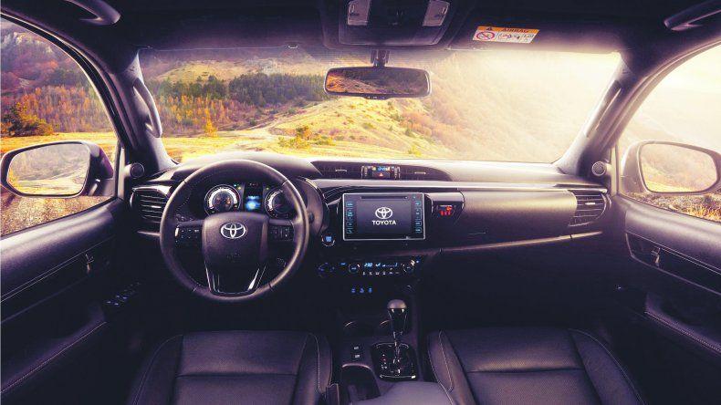 Toyota Hilux:  Con más equipamiento
