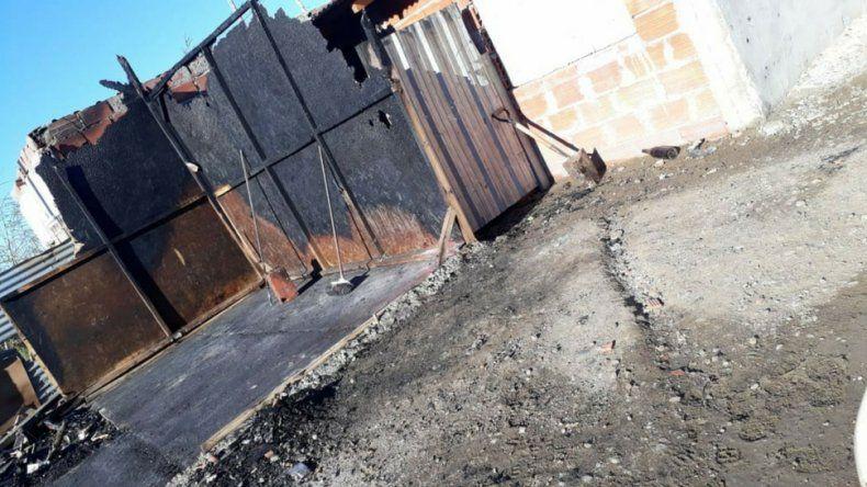 Incendio de vivienda dejó a un hombre con lo puesto