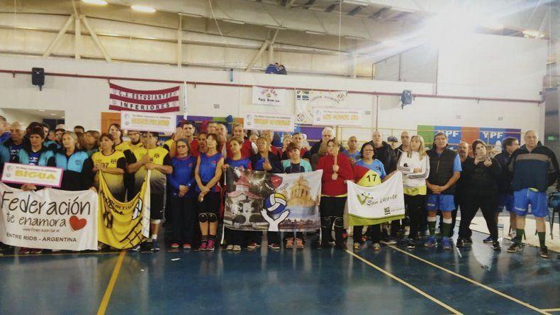 El Argentino de Clubes de newcom se está llevando a cabo en el gimnasio municipal 4 de la zona norte de Comodoro Rivadavia.