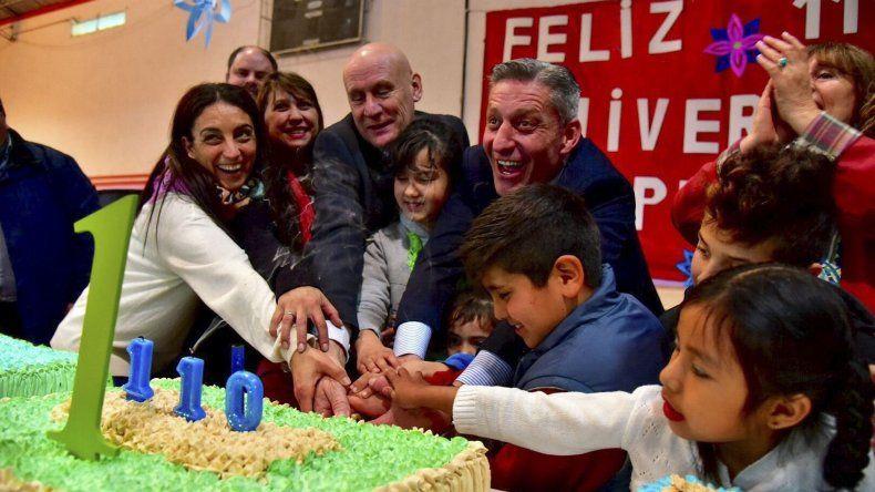 El gobernador al participar ayer en el 110° aniversario de Epuyén.