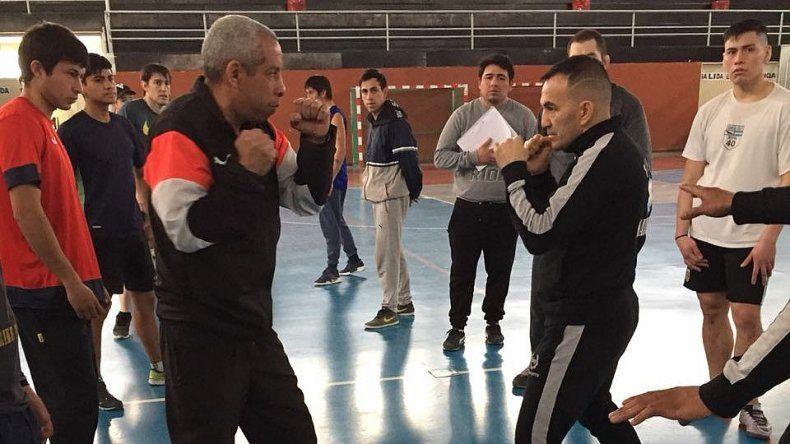 Omar Narváez realizó una exitosa clínica de boxeo en Sarmiento