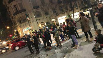 Cacerolazos en distintas esquinas de la Ciudad en repudio a las políticas de Macri