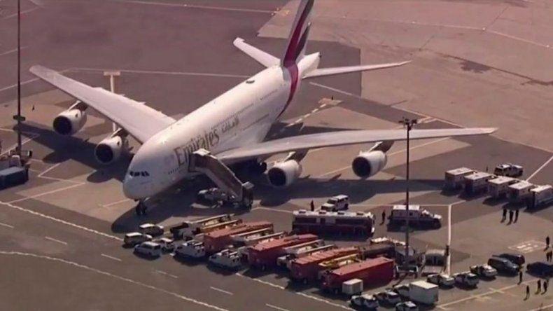 Avión en cuarentena: hay al menos 18 enfermos