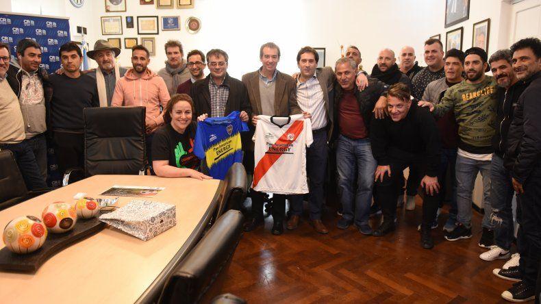 El viceintendente recibió a figuras del fútbol nacional que participarán de un evento solidario