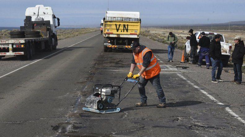 El operativo de reparación de la ruta comenzó con el sellado de los tramos más peligrosos de transitabilidad