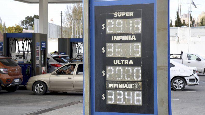 En Comodoro Rivadavia el nuevo aumento aplicado en los precios de los combustibles llevó el litro de la nafta Super a 29