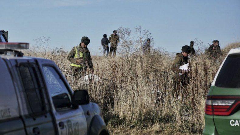 La tarea del personal de Carabineros en el lugar donde fue hallado el cadáver.