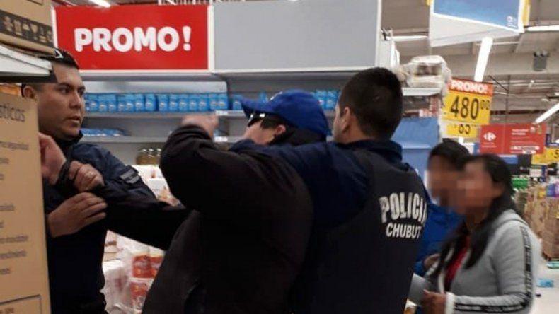 De los cuatro sospechosos detenidos hace siete días por el intento de saqueo a la sucursal de Carrefour en la avenida Polonia