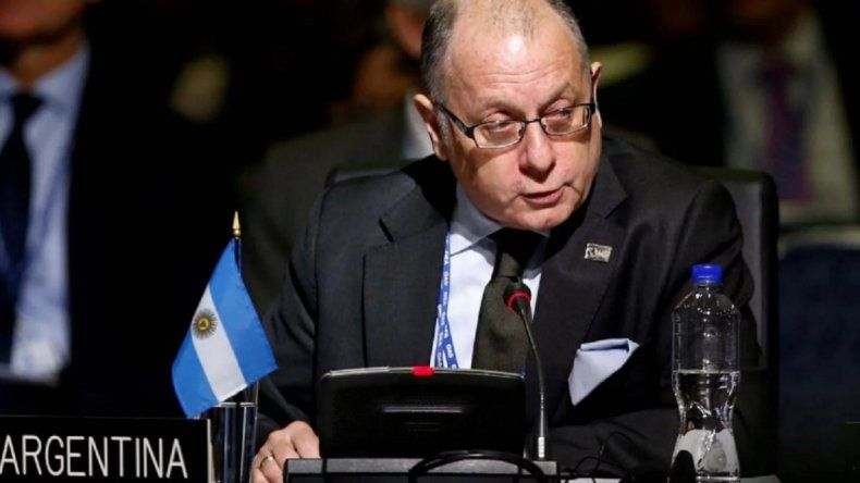 Podrían cerrar embajadas argentinas en el mundo