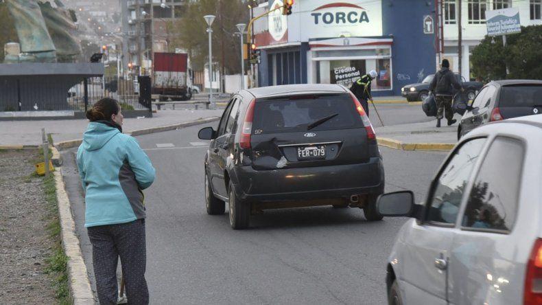 Los trabajadores de cooperativas y planes sociales que barren las calles arriesgan diariamente su integridad física.