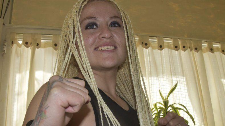 Claudia Aparicio hará esta noche su debut como pugilista profesional en un festival que tendrá lugar en Puerto San Julián.