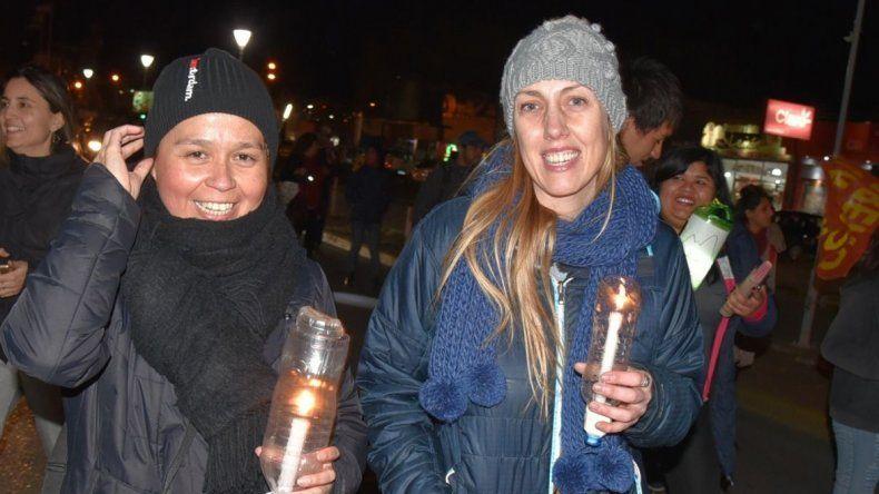 Estudiantes y profesores protagonizaron el viernes una marcha de antorchas por las calles de Caleta Olivia en defensa de la universidad pública y gratuita.