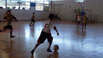 Cientos de niños disfrutan del Torneo Infantil.