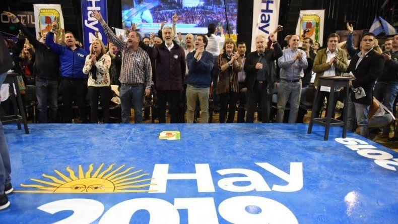 El cierre del multitudinario acto que se desarrolló ayer en el gimnasio Socios Fundadores.