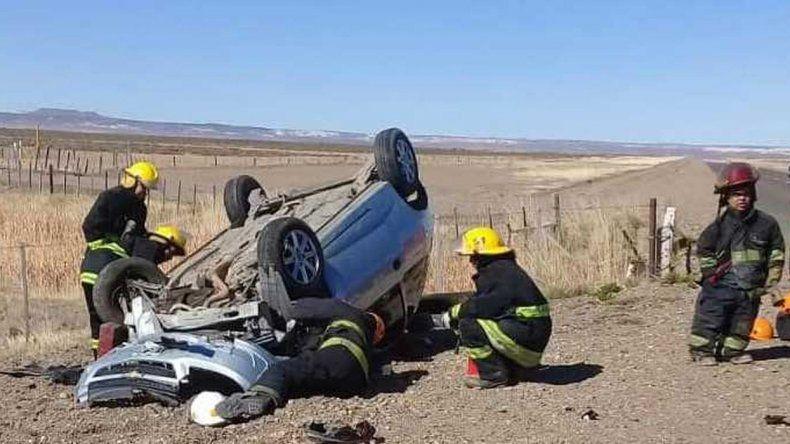 Dos jóvenes volcaron sobre Ruta 26 y sufrieron fracturas
