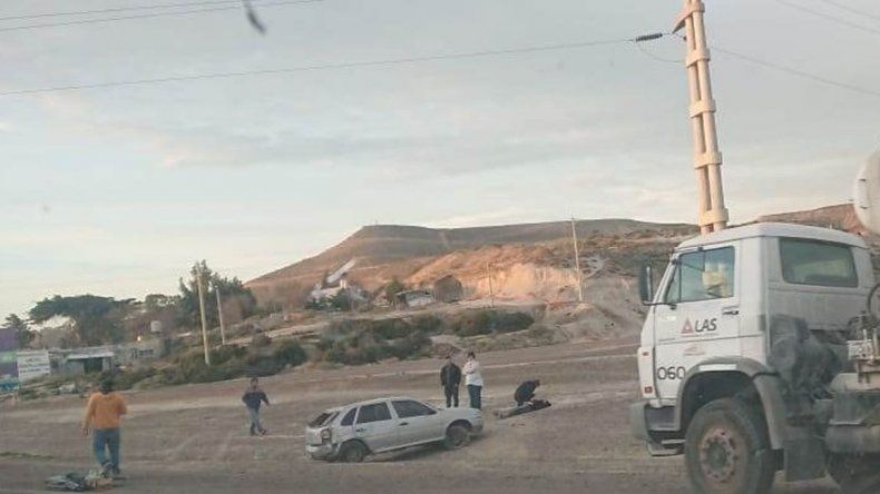 Una mujer resultó herida al derrapar su auto en el Predio Ferial