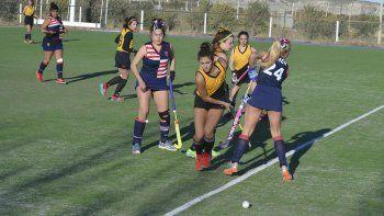 Náutico Rada Tilly goleó 7-0 a Comodoro RC en uno de los partidos de Primera Damas que se jugaron en la cancha del Coirón.