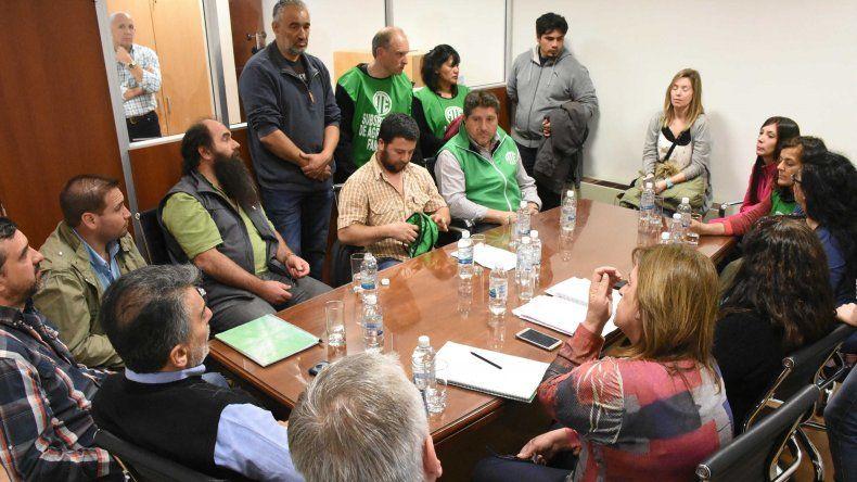 Los despedidos por Luis Etchevehere apelaron a los diputados provinciales para que realicen gestiones por su futuro laboral.